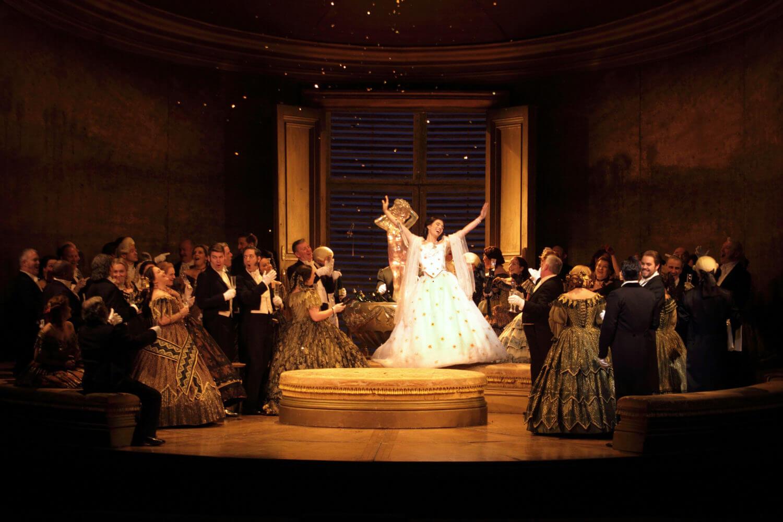 英国ロイヤル・オペラ・ハウス『椿姫』場面写真