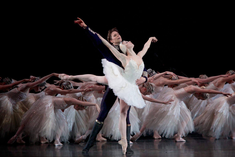 英国ロイヤル・バレエ 《白鳥の湖》の場面写真