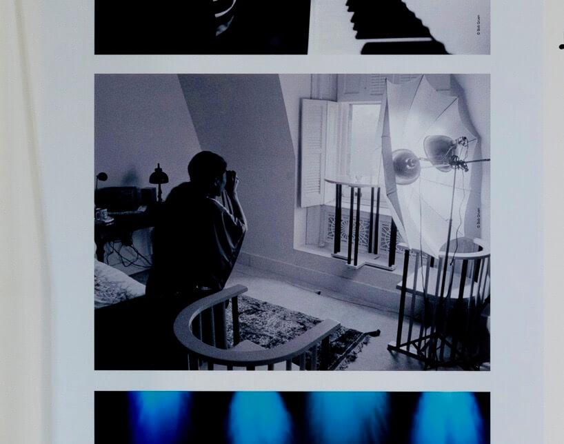 ジョンの眼鏡を撮影するヨーコの後ろ姿(撮影:ボブ・グルーエン)