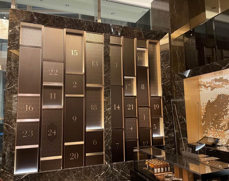 シャングリ・ラ ホテル 東京とモルトンブラウンが制作した巨大なアドベントカレンダー