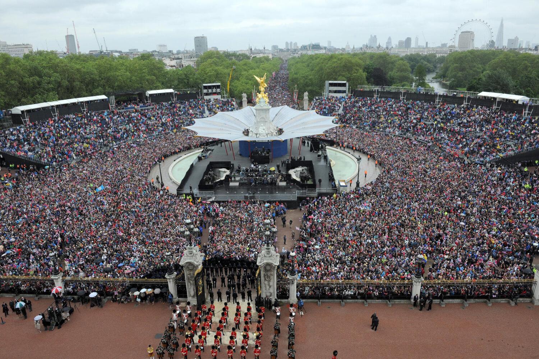Crowds Outside Buckingham Palace for Queen's Diamond Jubilee Celebrations