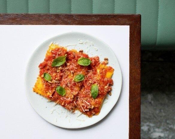 ブッラータのラビオリトマトソース