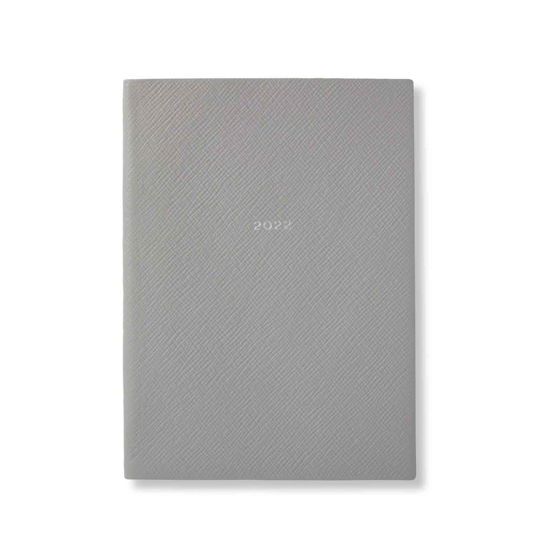 柔らかなグレーが特徴の新色ライトスチール / 2022年 Soho ポケット付きダイアリー ¥31,000